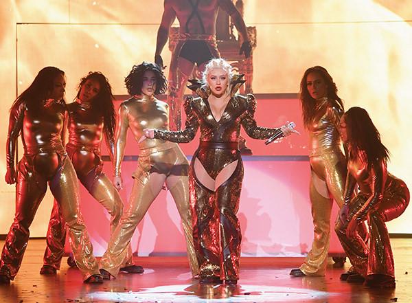 Christina-Aguilera-Opening-Act-Caesars-Player