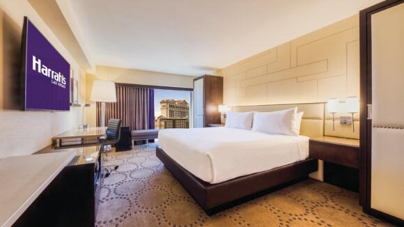 Harrah's Las Vegas_Mountain Deluxe Room_King_Strip View